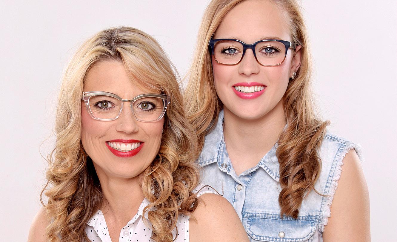 Mutter-Tochter-Paar: Mit Durchblick und perfekt geschminkt – GlücksPost
