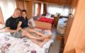 In einem Wohnwagen hätte es genug Platz zum Schlafen für die sechsköpfige Familie. Meist wohnen Bills aber in zwei Wagen.