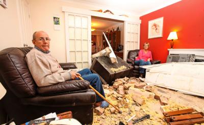 Das Wohnzimmer der Rosles sieht aus wie nach dem Einschlag einer Bombe.