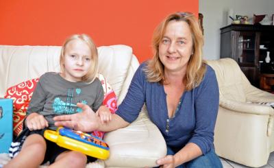 Manuela Lenuweit kümmert sich aufopferungsvoll um ihre Tochter Vicki.