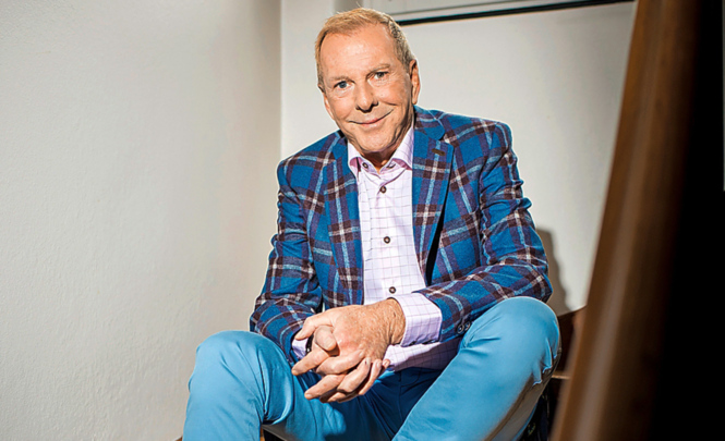Bunter Vogel: Der Talkmaster mag spezielle Kleider und mixt gerne Farben und Muster.