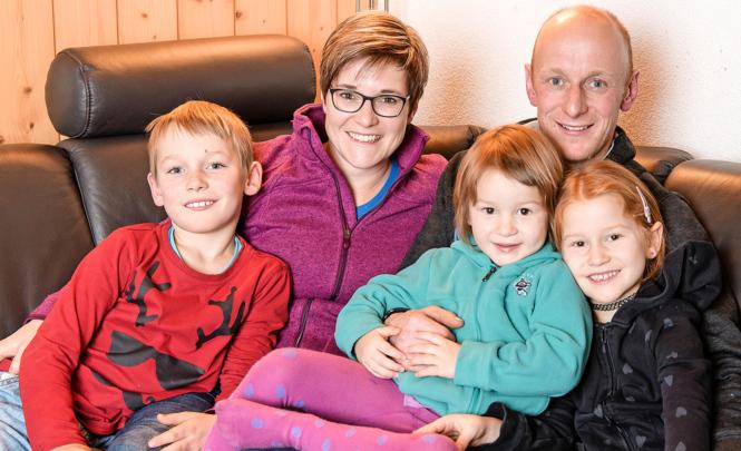 Familien-Idylle: Sonja und Beat Schilt mit (v.l.) Remo, Larina und Melina.
