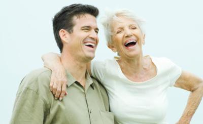 «Der  will doch nur ihr Geld!», heisst es oft, wenn ein jüngerer Mann eine reife Frau liebt.