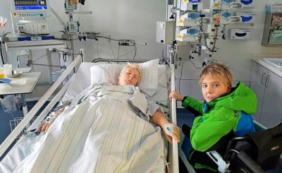 Maurice besuchte die Mama nach ihrer schweren Operation.