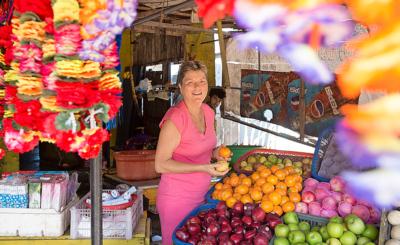 Christine geht regelmässig auf den Markt. Sie isst sehr gesund und legt auch im Hotel Wert auf eine abwechslungsreiche Kost.