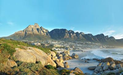 Die imposante Kulisse des Tafelberges bei Kapstadt.