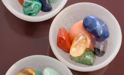 Steine faszinieren nicht nur durch ihre vielfältigen Formen und Farben, sie wirken auch heilend auf Körper, Geist und Seele.
