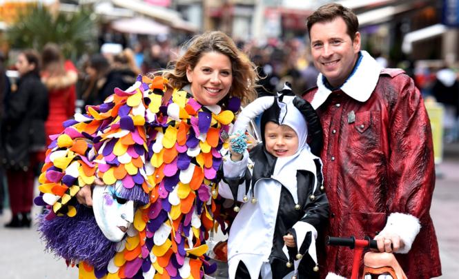 Mit viel Freude und tollen Verkleidungen dabei: Jan Eitel als Pilot, seine Frau Nataša als Blätzlibajass und Sohn Luc im Ueli-Kostüm.