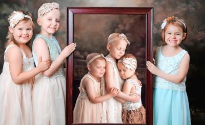 Ainsley, Rheann und Rylie (v.l.) können heute strahlen. Auf dem Foto von 2014 waren die drei krank und posierten mit geschlossenen Augen.