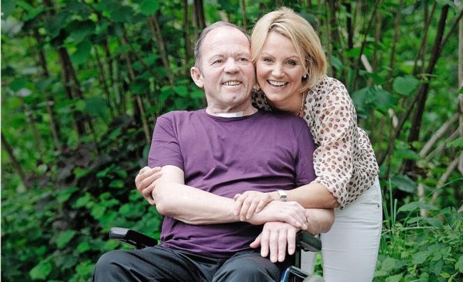 Sonja Nef mit ihrem Vater nach dessen Nervenkrankheit.