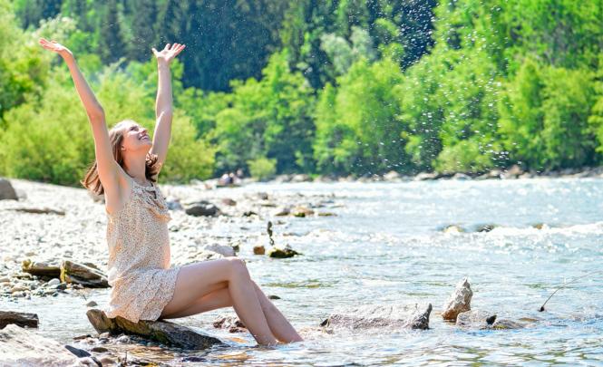 Auch wenn die Sonne scheint: Kaltes Wasser und kalte Steine unterkühlen.