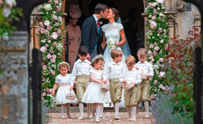 Bezaubernd: Das Kleid, in dem Pippa Bräutigam James heiratete, war von Designer Giles Deacon, der die Spitze aus St. Gallen importierte.